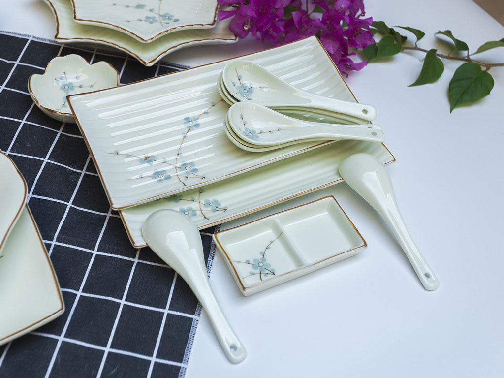 Bộ bát đĩa Bát Tràng men kem vẽ hoa Đào xanh đầy đủ - thìa