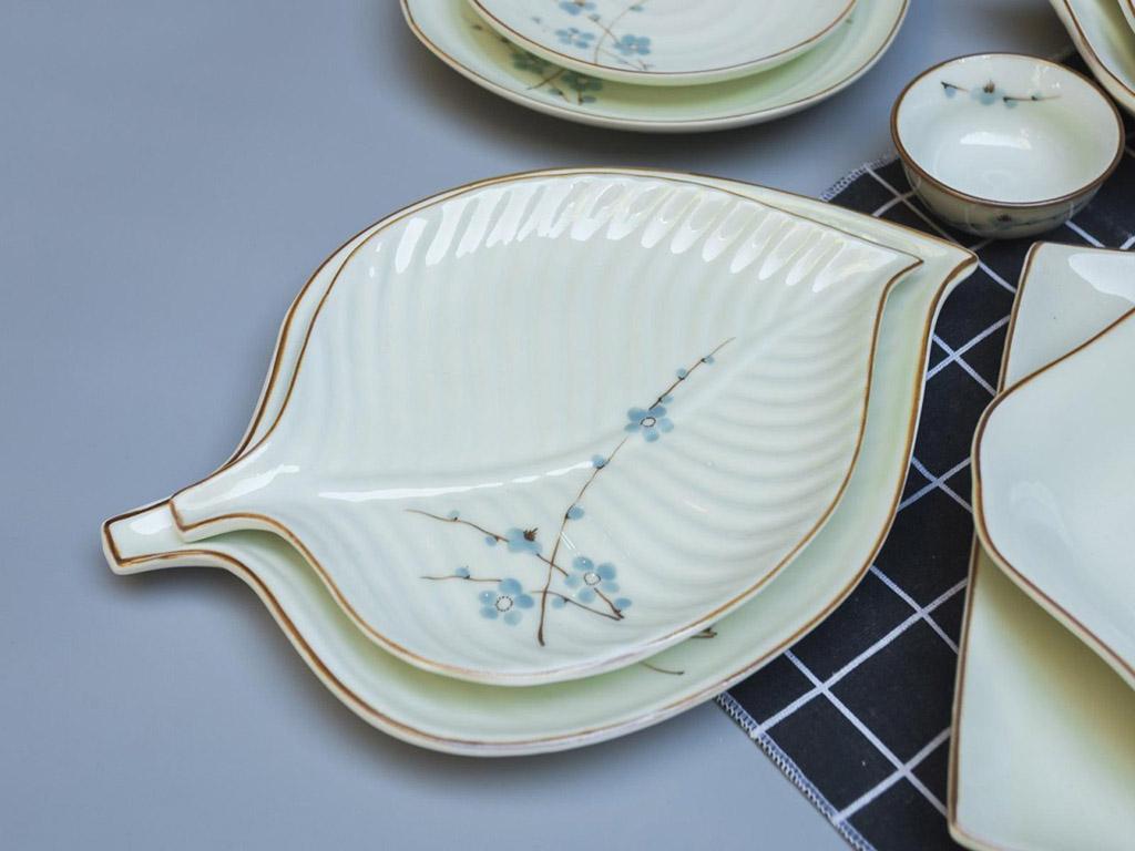 Bộ bát đĩa Bát Tràng men kem vẽ hoa Đào xanh đầy đủ - đĩa trầu