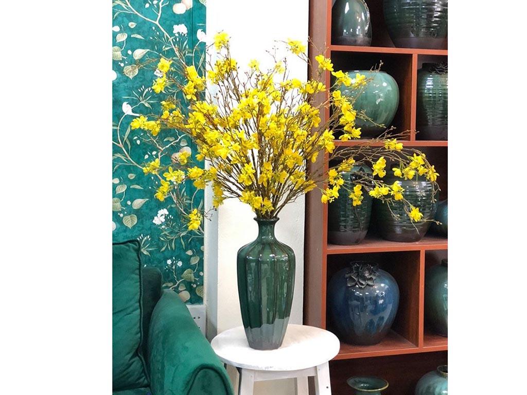 Lọ hoa Bát Tràng men hỏa biến xanh lơ dáng múi khế - hoa mai