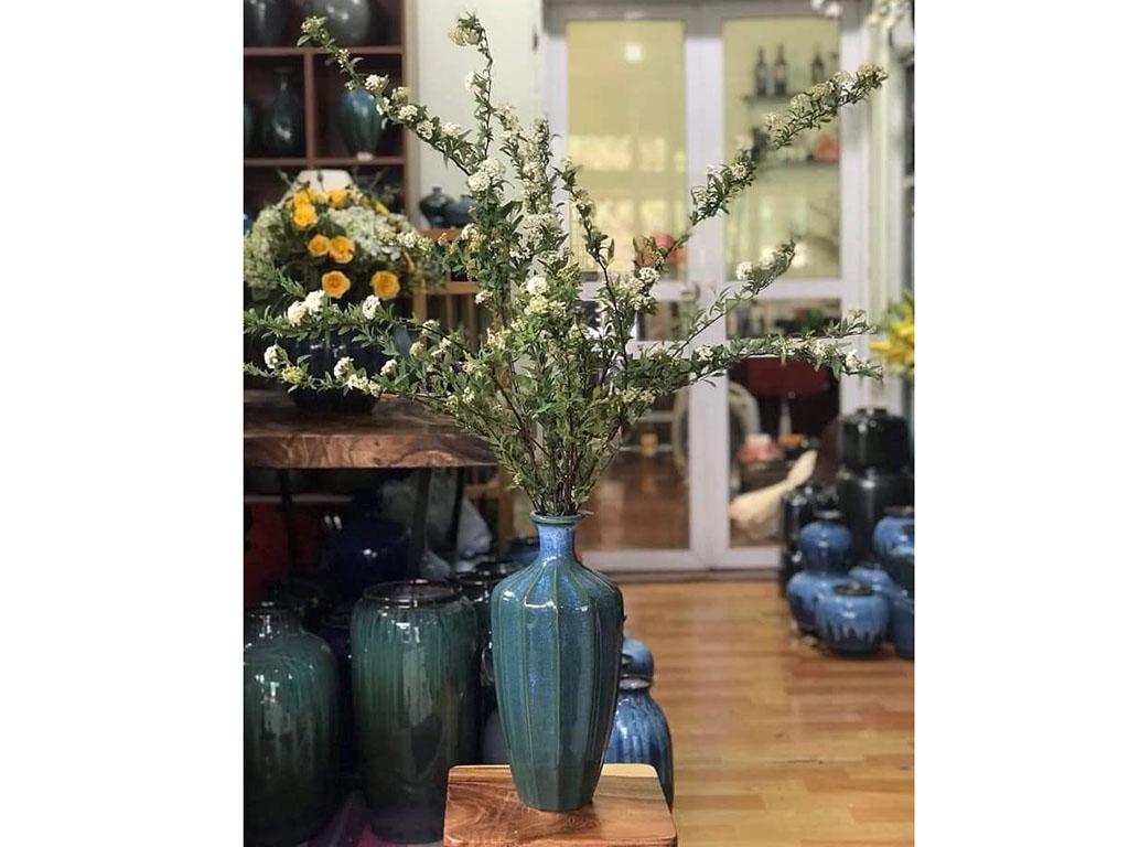 Lọ hoa Bát Tràng men hỏa biến xanh lơ dáng múi khế - hoa anh tú