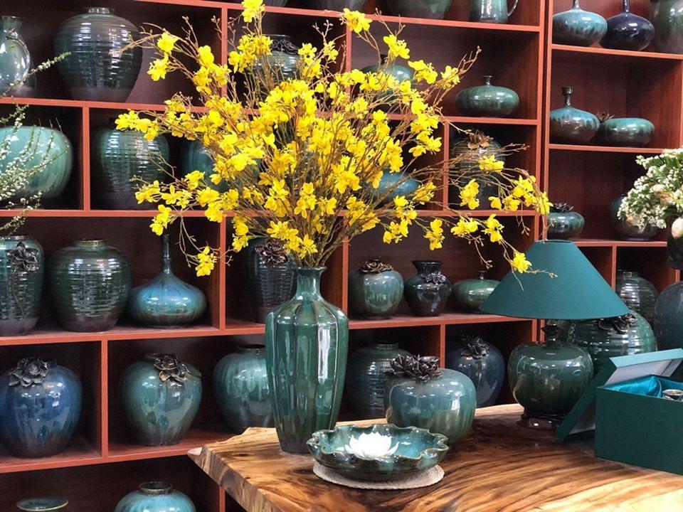 Lọ hoa Bát Tràng men hỏa biến xanh lơ dáng múi khế