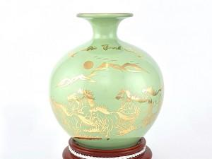 Bình hút lộc màu xanh ngọc mệnh Thủy vẽ vàng Mã Đáo Thành Công