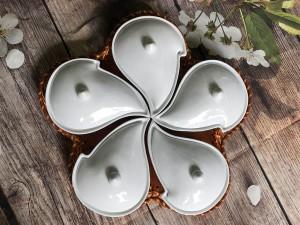 Khay mứt sứ men trắng dáng hoa ban 5 cánh